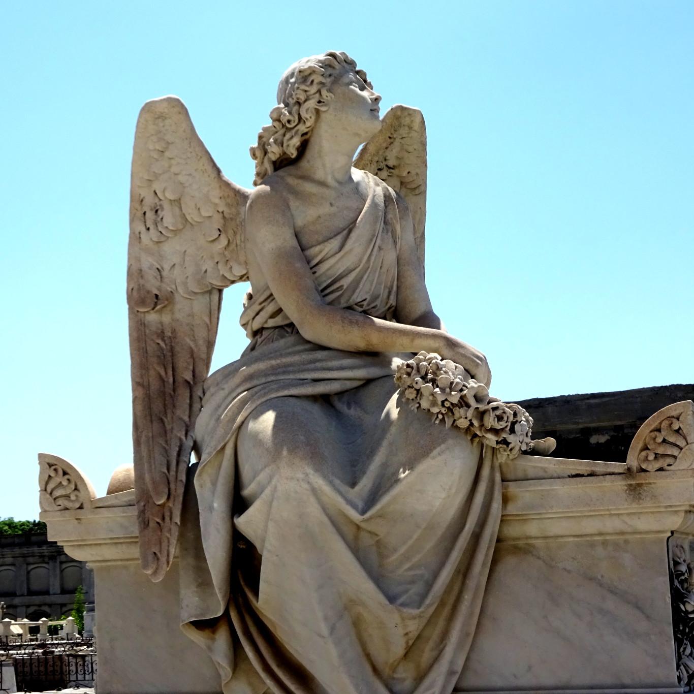escultura-en-cementerio-de-reina.jpg