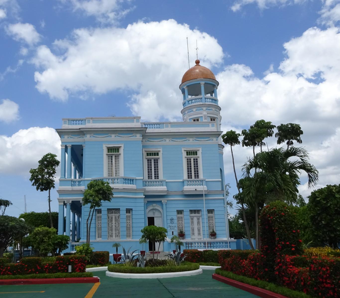 Palacio Azul en Punta Gorda, Cienfuegos a 30 minutos de Marilope Hostal